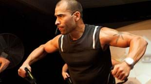 Les Mills instructor Angel Santiago leading a CXWORX™ workout